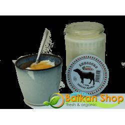 Биволско кисело мляко в стъклен буркан от 530 гр.